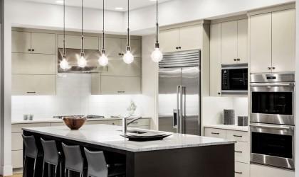 Zdjęcie wnętrza kuchni z wykorzystaniem kranu  kuchennego KLUDI TRENDO